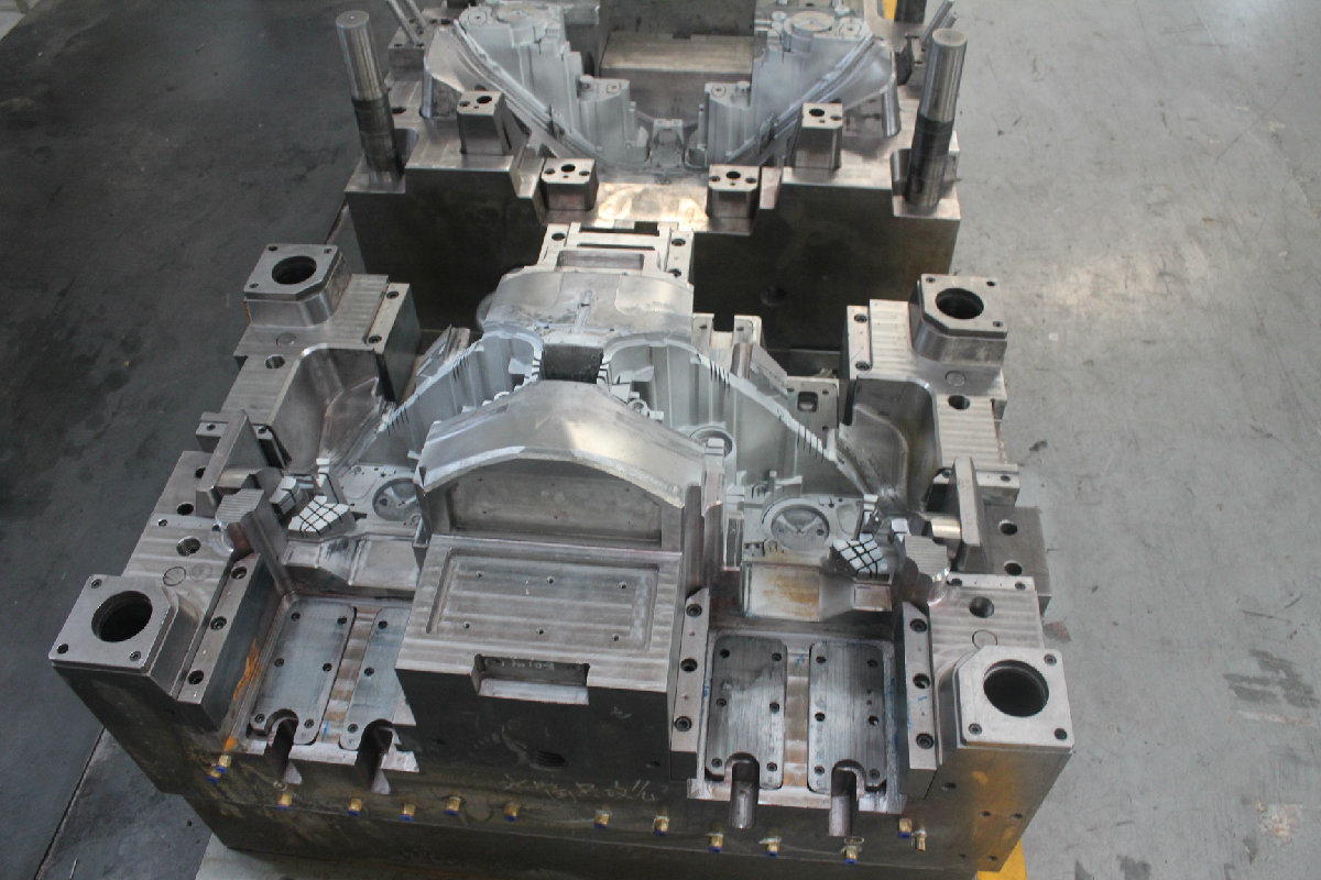 Injection Mold for Frame of Headlamp. 2 Cavity. No. 4276